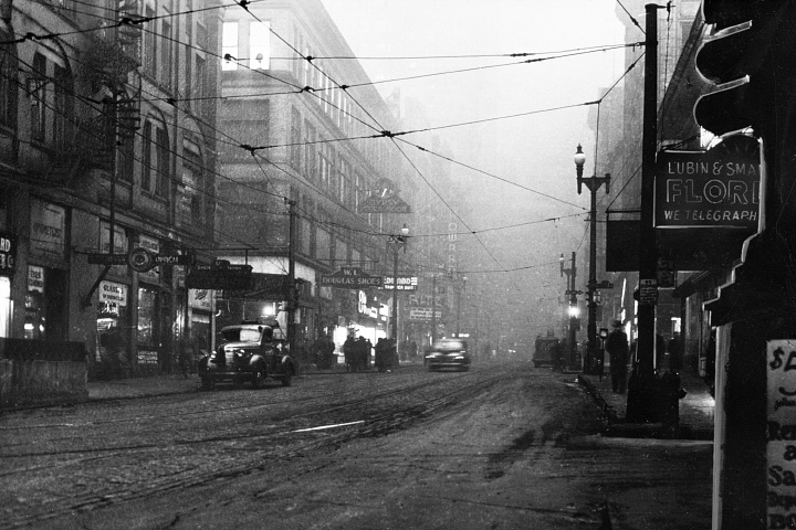 Smoke clouds a Pittsburgh street in the 1940s