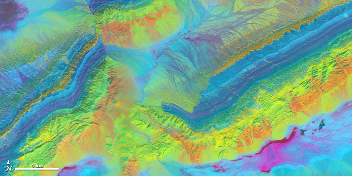 Decorrelated 3-band shortwave-infrared image of the Piquiang Fault, China.