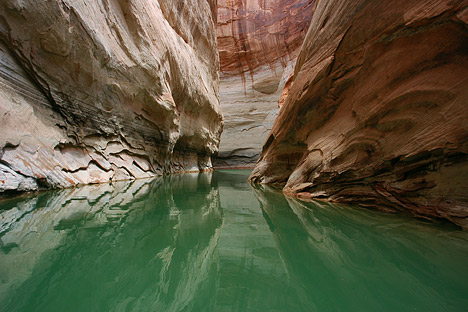 Photograph of Lake Powell showing the bathtub ring exposed by the low lake level.