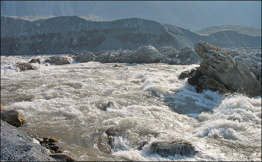 Photograph of rapids in the Neelum River along the 2005 Kashmir earthqukae fault lin.