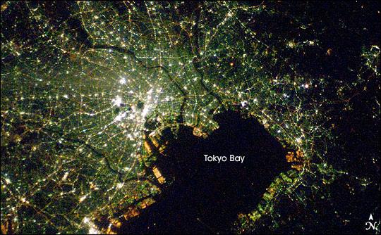 ISS016-E-027586_tokyo (2008)