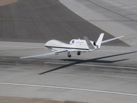 Global Hawk landing at Dryden