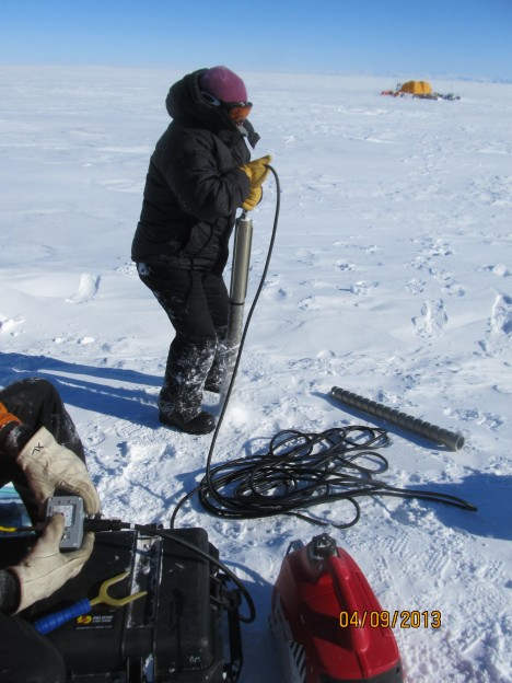 Lora showing how to extract the first meter of the snow core.