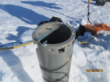 Ice cutters screwed at the bottom of the barrel, which rotates into the ice to extract an ice core.