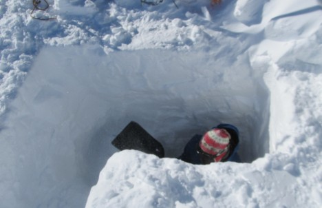 Digging a deep snow pit for the thermistor case.