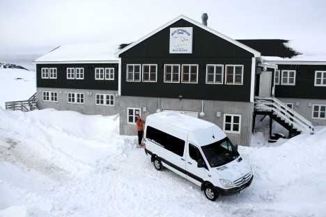 Ludo, getting ready in front of the hotel to ski to the airport. (Credit: Clément Miège)