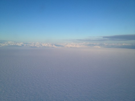 Flying over the Greenland ice sheet. (Credit: Ludovic Brucker.)
