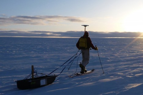 400MHz ground-penetrating radar survey on the ice sheet.  (Credit: R. Forster)