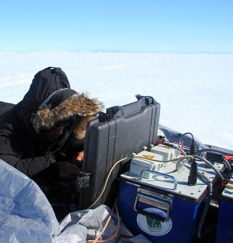 Anatoly is configuring a magnetic resonance sounding using the field computer.