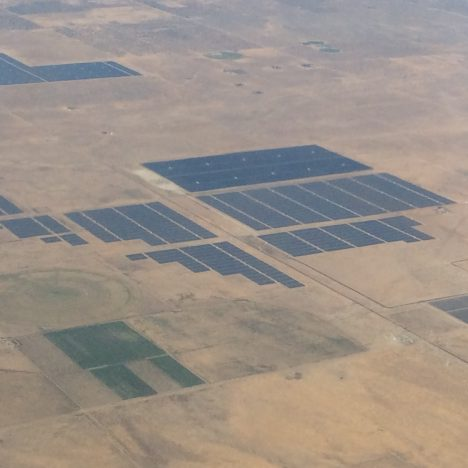 Solar farm in the desert north of Palmdale, CA. Credit: Steve Wofsy